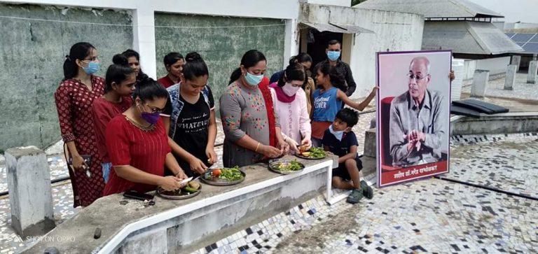 ग्रहणकाळात महिलांनी भाज्या चिरत, पाणी पित झुगारल्या अंधश्रद्धा : शहादा अंनिस चा उपक्रम